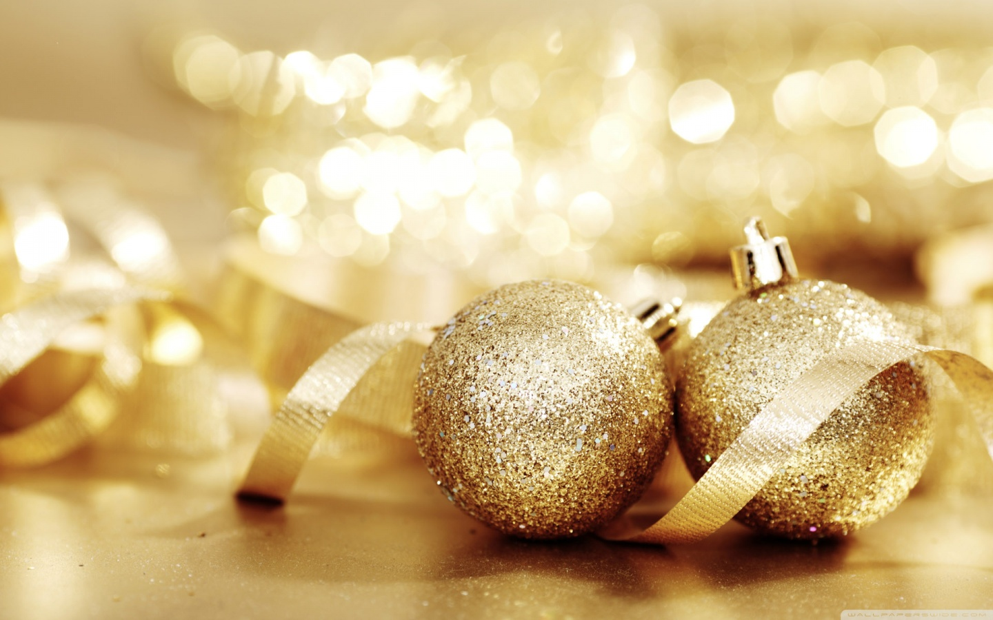 christmas_balls-wallpaper-1440x900